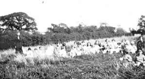 Methodist Sunday School excursion in 1925